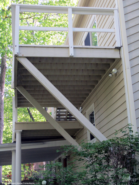 Deck Supported by Struts